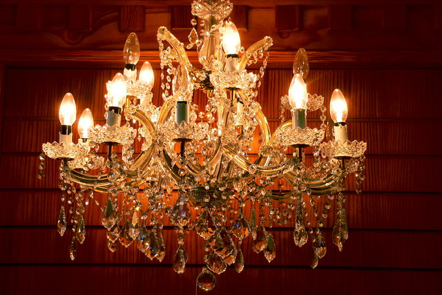 Chandelier for your wedding package