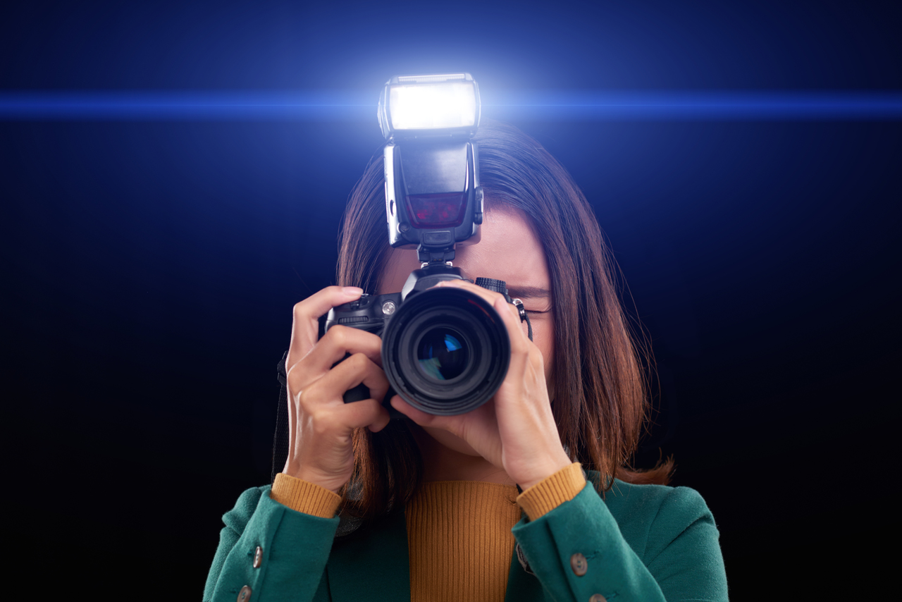 A female event photographer