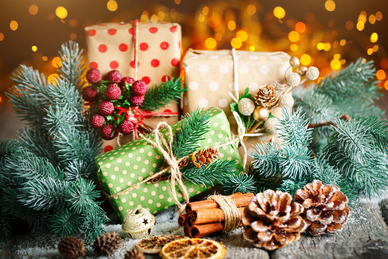 Wedding gifts during the Christmas season